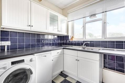 Wyvil Road Vauxhall SW8. 3 bedroom flat