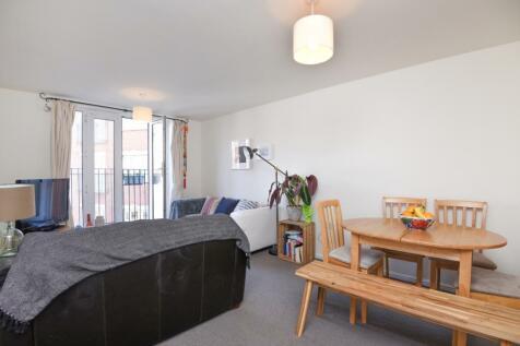 Gleneagle Road London SW16. 2 bedroom flat