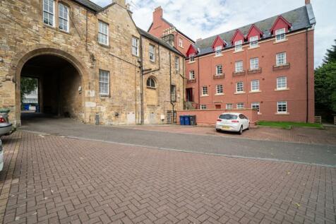 High Street, Penicuik, Edinburgh, EH26 8HS. 2 bedroom flat