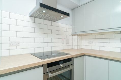 29 High Street, Penicuik, Edinburgh, EH26 8HS. 2 bedroom flat