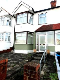 3 Bedroom House in Lennox Gardens, Ilford. 3 bedroom terraced house