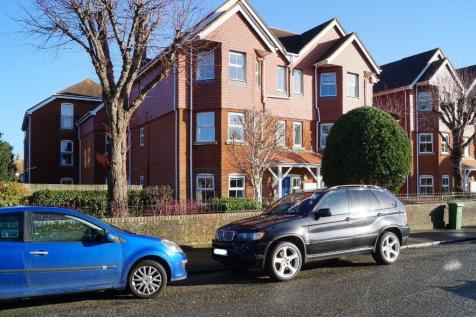Swallowmead, College Hill, Steyning, West Sussex, BN44 3HE. 2 bedroom flat