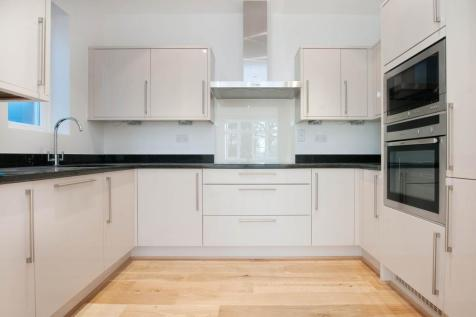 Turret Court, 112 Aldermans Hill, London, N13. 2 bedroom apartment