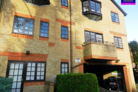 Royal Court, Queen Annes Gardens, London, EN1. Studio flat