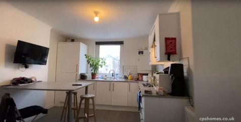 Llanbleddian Gardens, Cathays. 3 bedroom flat