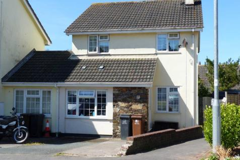 Longbrook, Chillington. 4 bedroom link detached house