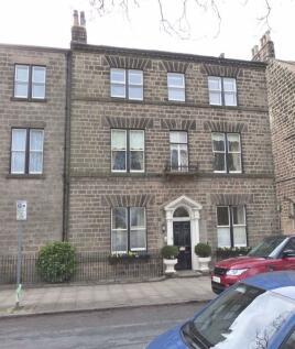 Park Chase, Harrogate, HG1. 2 bedroom flat