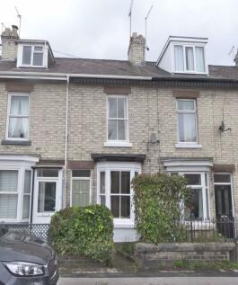Chatsworth Place, Harrogate, HG1. 3 bedroom terraced house