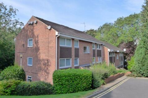 Coppice Beck Court, Harrogate, HG1. 2 bedroom flat