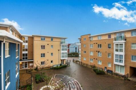 St. Davids Hill, Exeter, EX4. 4 bedroom property