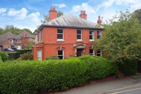 Southbank Road, Off Aylestone Hill, Hereford. 4 bedroom semi-detached house