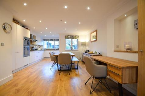 Bridge Place, Aylesford. 4 bedroom town house