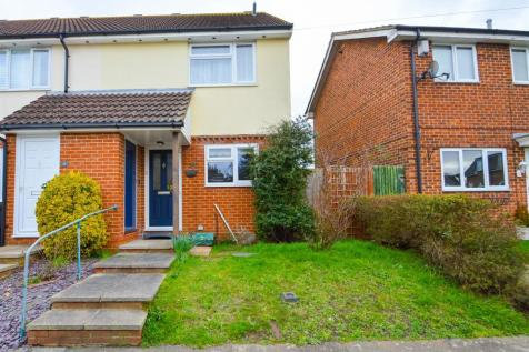 Alma Road, Eccles, Aylesford. 3 bedroom end of terrace house