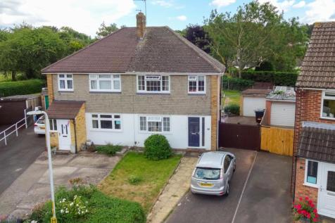 Priory Grove, Ditton. 3 bedroom semi-detached house