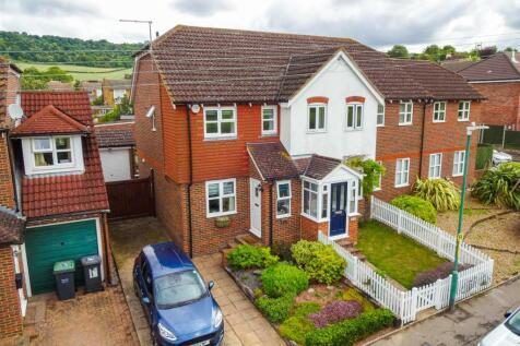 Court Road, Burham. 2 bedroom terraced house