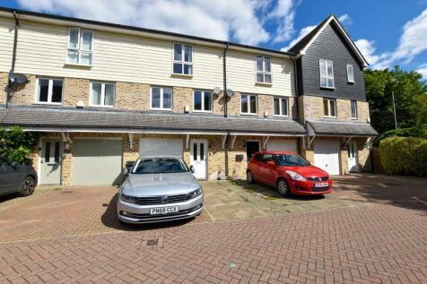 Bridge Place, Aylesford. 3 bedroom mews house