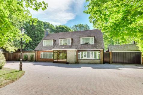 Wellesford Close, Banstead. 4 bedroom character property