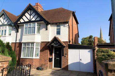 College Street, Stratford-Upon-Avon. 3 bedroom semi-detached house for sale