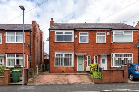 Queensway, Swinley, Wigan, WN1 2JA. 3 bedroom semi-detached house