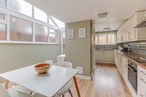 Albion Road, St. Albans. 2 bedroom end of terrace house for sale
