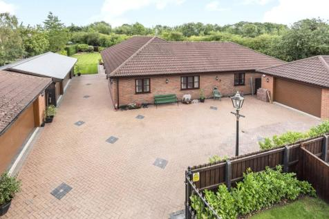 Sykes Lane, Saxilby, LN1. 4 bedroom bungalow for sale