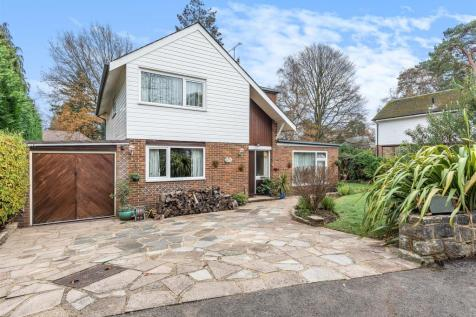 South Woking. 4 bedroom detached house for sale