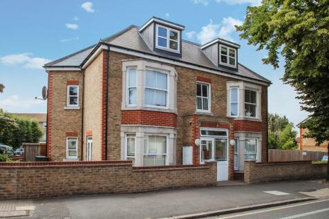 Kingston Road, New Malden. 1 bedroom ground floor flat
