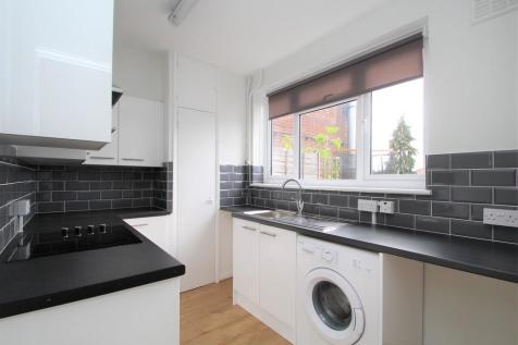 Tolworth Broadway, Surbiton. 2 bedroom apartment