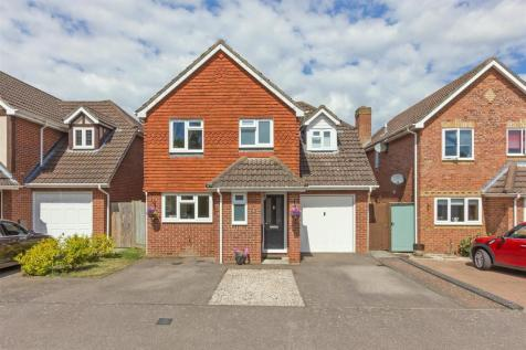 Hever Place, South Sittingbourne. 4 bedroom detached house