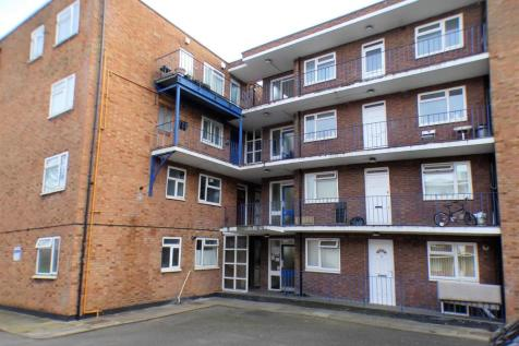 High Street South. 1 bedroom apartment
