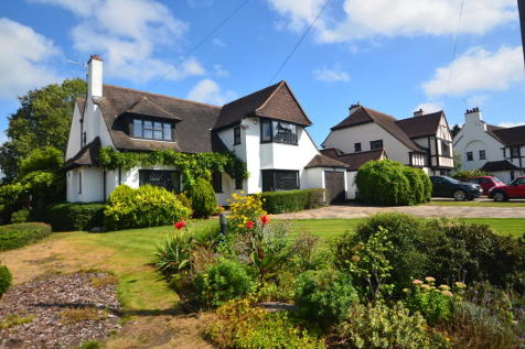 The Chenies, Petts Wood. 4 bedroom detached house