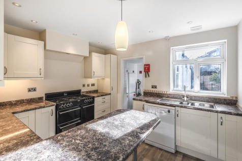 Five Bedroom Student House, Stoughton Area. 5 bedroom semi-detached house
