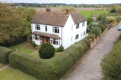 New Road, Maulden, Bedfordshire, MK45. 5 bedroom farm house for sale