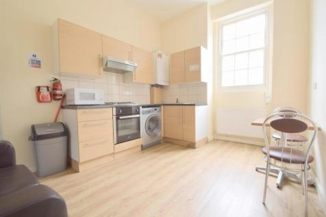 Newington Green, N16. 2 bedroom flat