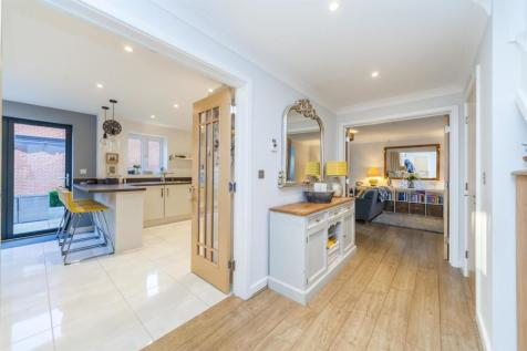 Siskin Close, Burgess Hill. 4 bedroom house for sale