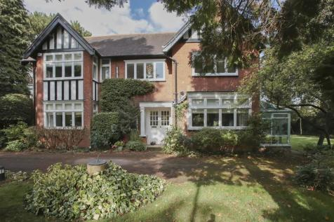 Knighton Grange Road, Oadby, Leicester, Leicestershire, LE2 2LE. 5 bedroom detached house for sale
