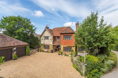 North Heath Lane, Horsham, West Sussex, RH12 5PJ. 4 bedroom detached house
