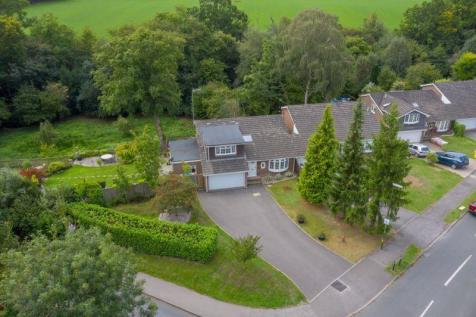 Ghyll Crescent, Horsham, West Sussex, RH13 6BG. 4 bedroom detached house