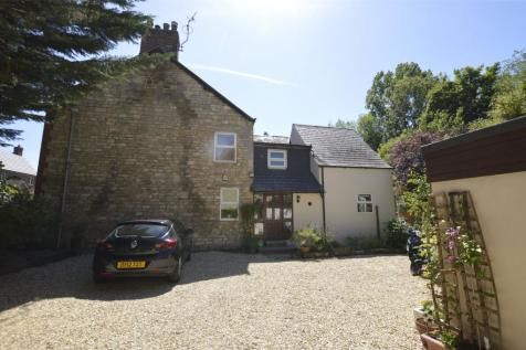 Hillgrove Villas, Bath Road, Woodchester, GL5. 4 bedroom semi-detached house