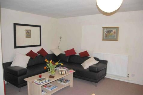 Sadlers Court, Abingdon, Oxfordshire, OX14. 2 bedroom end of terrace house