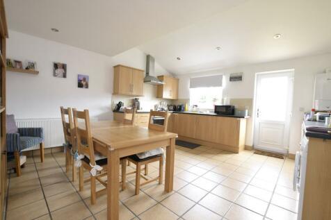 Saxton Road, Abingdon, Oxon, OX14. 2 bedroom end of terrace house