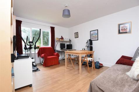 Firs Close, Mitcham, Surrey, CR4, London - Flat / 1 bedroom flat for sale / £220,000