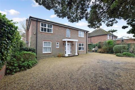 Stamford Avenue, Hayling Island, Hampshire. 5 bedroom detached house for sale
