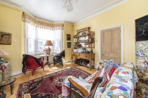 Hadyn Park Road, W12. 3 bedroom terraced house