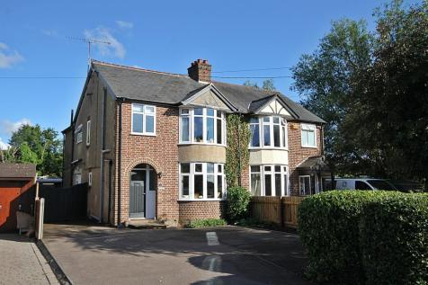 Westoning Road, Greenfield, Bedfordshire, MK45. 3 bedroom semi-detached house for sale