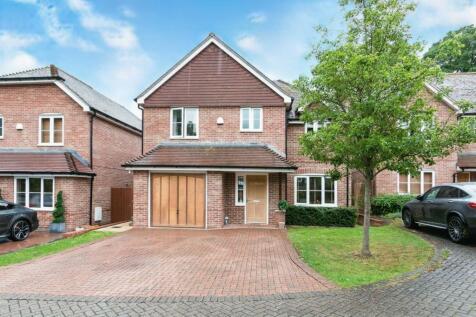Cliddesden Court, Cliddesden Road, Basingstoke, Hampshire, RG21. 4 bedroom detached house