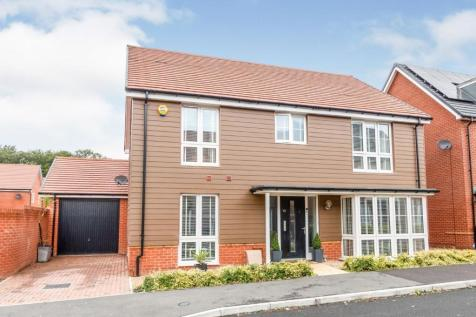 The Coach Road, Beggarwood, Basingstoke, Hampshire, RG23. 5 bedroom detached house