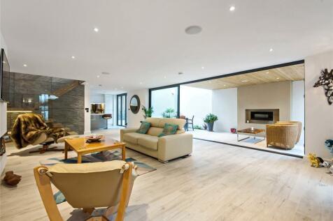 Birkbeck Road, Beckenham. 3 bedroom detached house