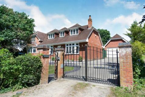 Baltic Road, West End, Southampton, Hampshire, SO30. 5 bedroom detached house