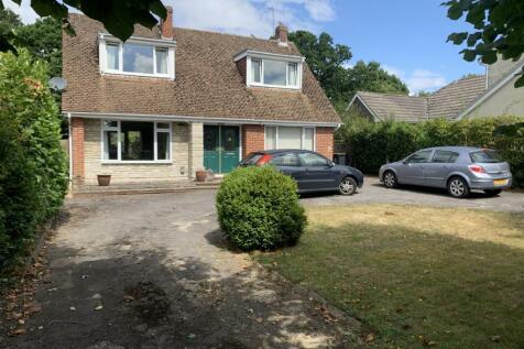 Idsworth Road, Cowplain, Waterlooville, Hampshire, PO8. 5 bedroom detached house